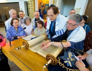 Cantor Sam Greenbaum shows Rob Grodin his passage in the Torah as Circle of Friends classmates gather on the bimah.  (Photos by Jerry Zolynsky)