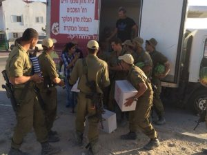Soldiers receive delivery from Meir Panim