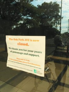 A closed sign on the JPM building in Oak Park.