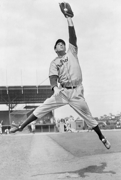 20 Jun 1946 --- Original caption: 6/20/1946- Mighty Hank Greenberg is better than good at first and the old Greenberg batting eye is still keen. Boston gets the inter-league contest in this year. He is shown leaping for a ball. --- Image by © Bettmann/CORBIS