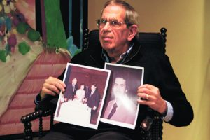 Rabbi Syme with a photo of his late brother Michael